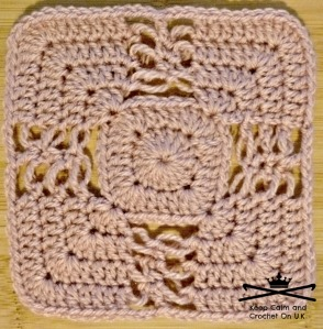 Solomon's Knot Afghan Square