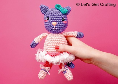 Amigurumi Magazine Uk : Lgc knitting crochet magazine happy elf and bella the