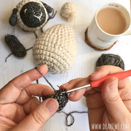 201803-Hands-at-work-crochet+web