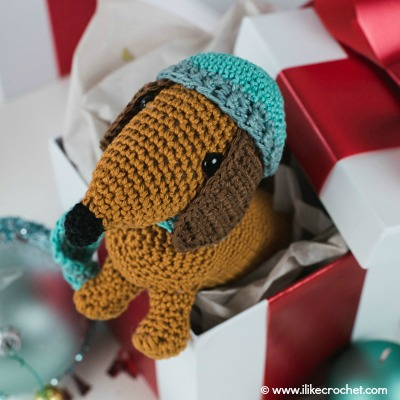 Dachshund-Through-the-Snow-Amigurumi-small-2-Text