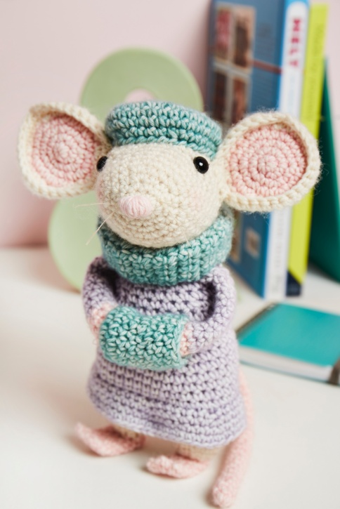 heather gibbs - angelica mouse - scheepjes stonewashed